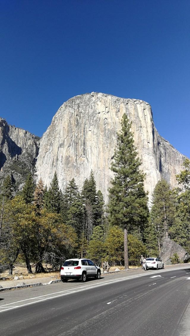 El Capitán tiene más de 900 m. de altura.  Uno de los imprescindibles que ver en Yosemite.
