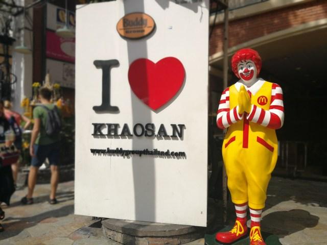 Hasta Ronald McDonald quiere estar en KhaoSan