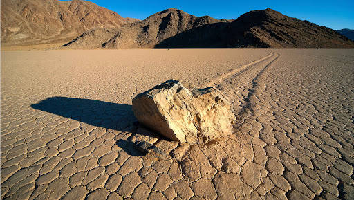 Como? Las piedras andan? Eso se puede ver en Death Valley?