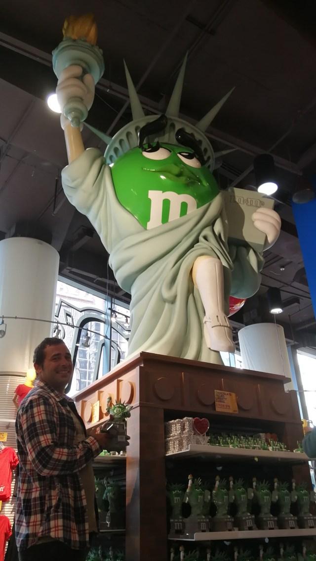 Los M&M's caracterizados de figuras de Nueva York.