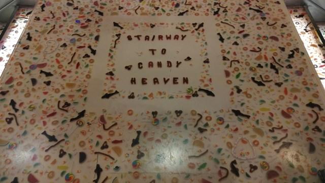 """Parte de la decoración de Dylan's Candy Bar nos da la bienvenida a """"Dulces en Nueva York"""""""