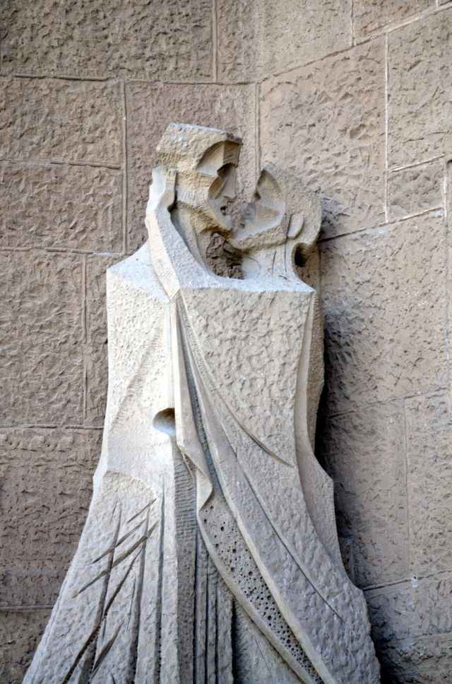 estatuas de las fachadas. visitar la sagrada familia