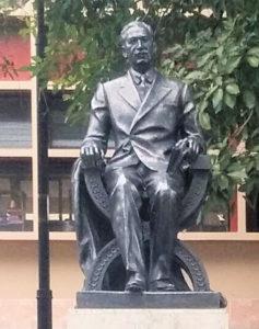 Monumento de Julio Acosta García en el Parque Morazán.