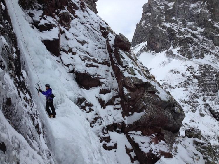 Escalada en hielo y corredores en Pirineos con guía de alta montaña