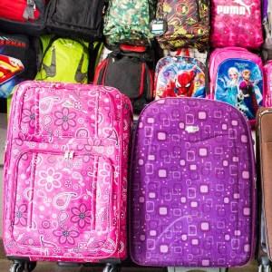 Variedad en bolsos, maletas y morrales en Variedades Bijamar