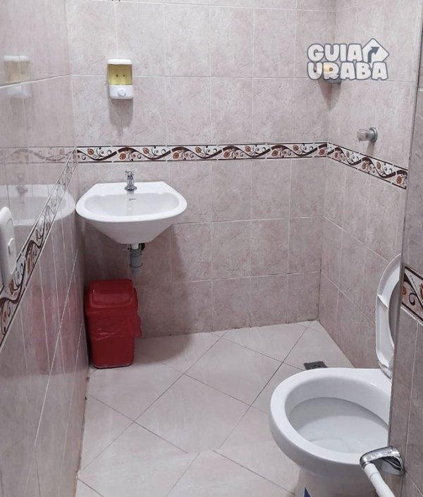 Apartahotel en Apartadó avenida las margaritas baños de habitaciones