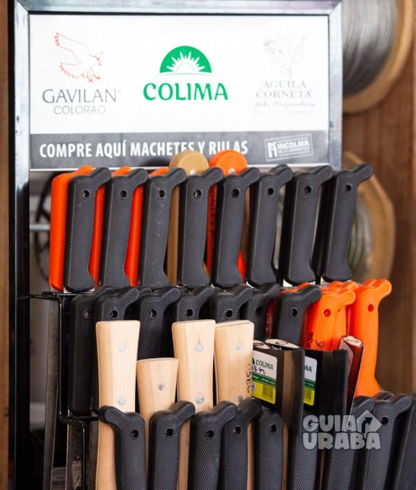 Ferretería en Apartadó Torniguayas estantería de machetes