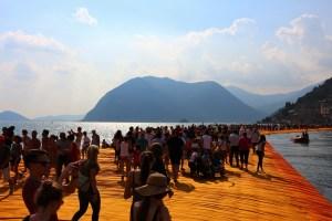 L'opera di Christo, The Floating Piers, che collegava i Comuni di Iseo e di Montisola, ha richiamato visitatori da tutto il mondo