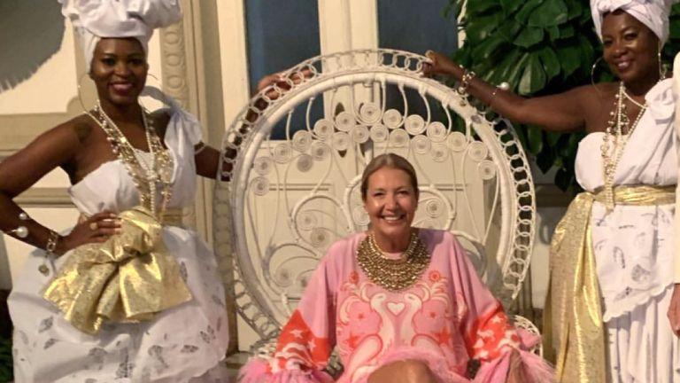Donata Meirelles, ex responsabile style di Vogue Brasile, in una delle foto incriminate