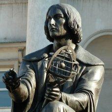Il monumento di Copernico decora il Tratto Reale di Varsavia.
