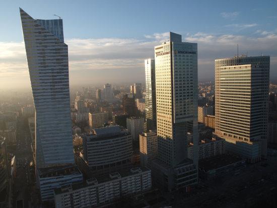 Uno spettacolare panorama di Varsavia dalla terazza panoramica del Palazzo di Cultura e della Scienza.