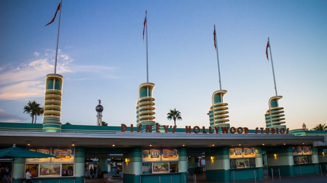 Hollywood-Studios-Entrance-Morning-Disney-World-Best-Tips