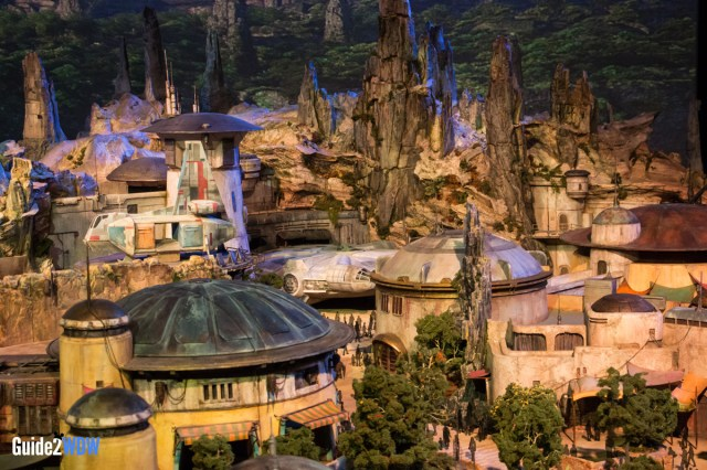 Millennium Falcon - Star Wars: Galaxy's Edge Model - Disneyland and Disney World