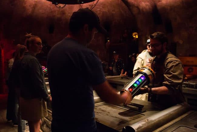 Kyber Crystal Cannister - Savvis Workshop - Galaxys Edge - Disneyland- Guide2WDW