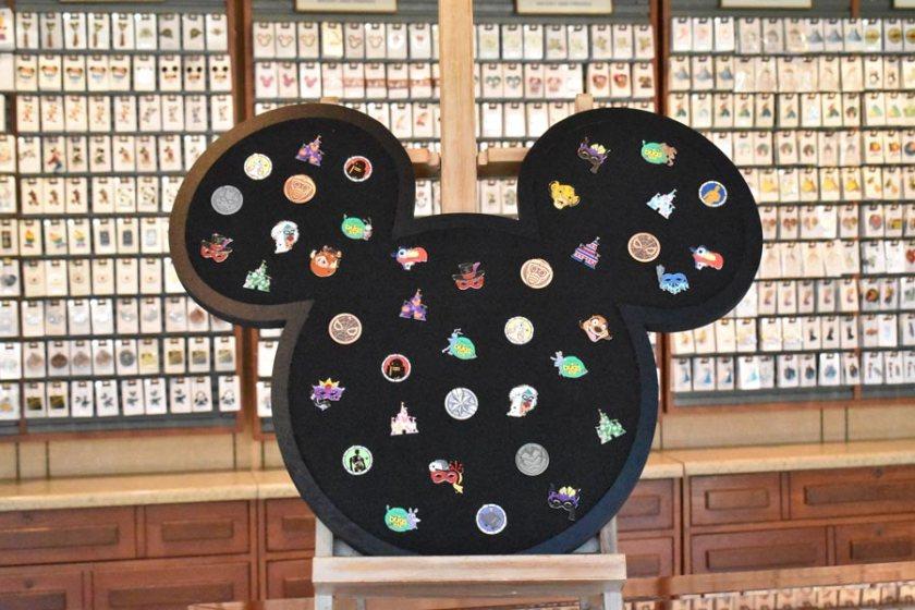 Disney World Mickey Pin Trading Board