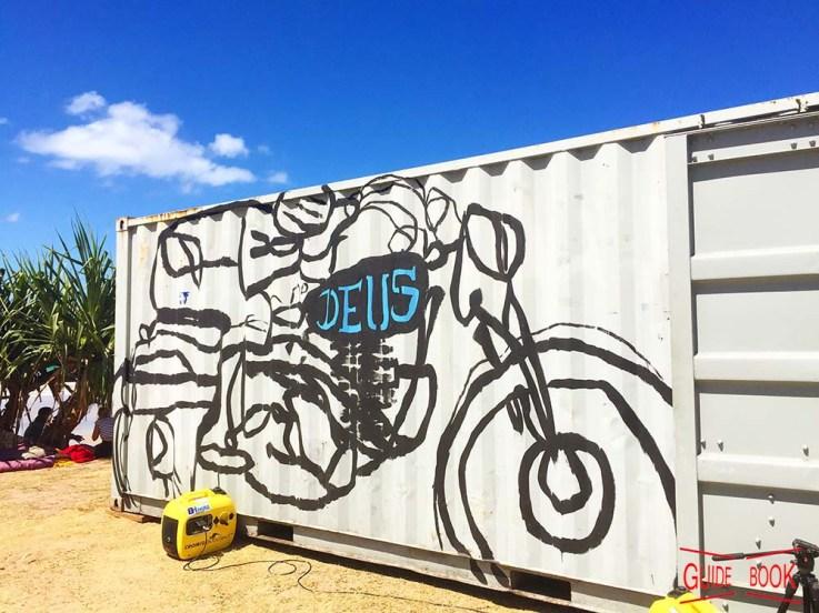 コンテナに書かれたバイクの絵