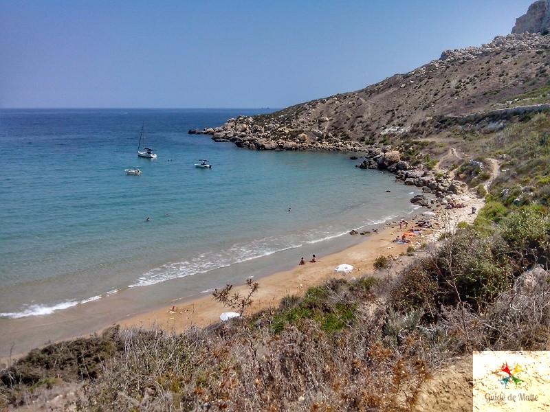 plage sable malte cachée