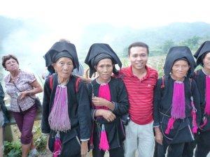 Avec les belles femmes des Dao noirs.