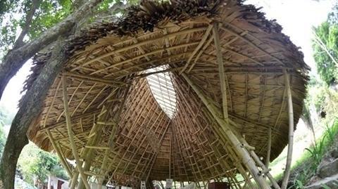 Cet ouvrage en bambou sert de hall d'exposition au Musée de la culture Muong à Hoà Binh (Nord), ayant pour objectif de mettre en valeur l'identité culturelle locale et son architecture authentique.