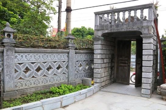 Il faut passer un abri en traversant l'entrée particulièrement distinguée avec une architecture atypique