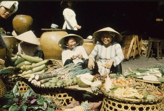 habit traditionnel femmes delta mekong.jpg