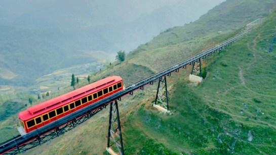 visiter sapa train montagne vallee.jpg