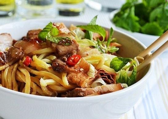 cuisine hoi an nouilles cao lau