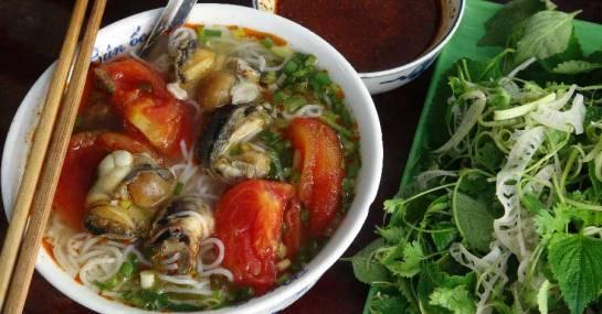 cuisine de rue de hanoi vermicelles de riz aux escargots.jpg