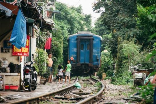 visite hanoi rue de train.jpg