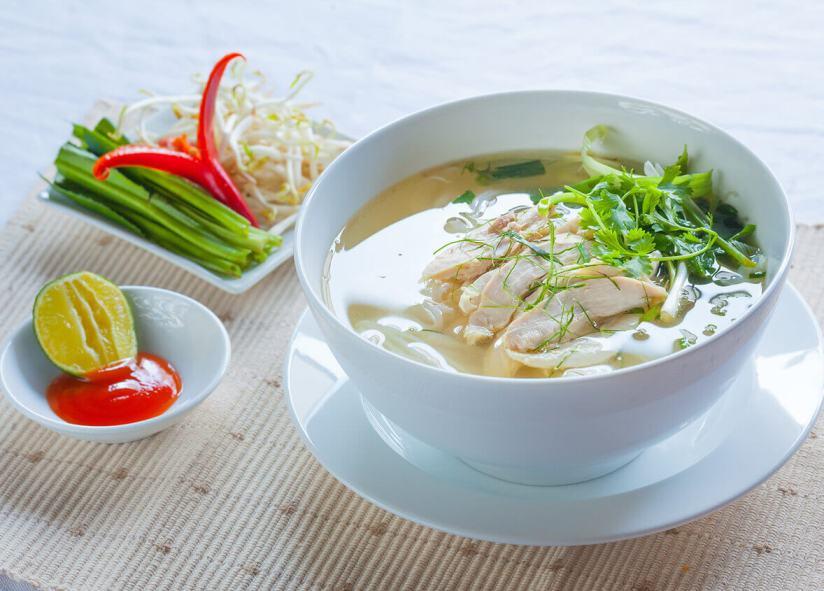 soupe pho au poulet cuisine vietnam.jpg