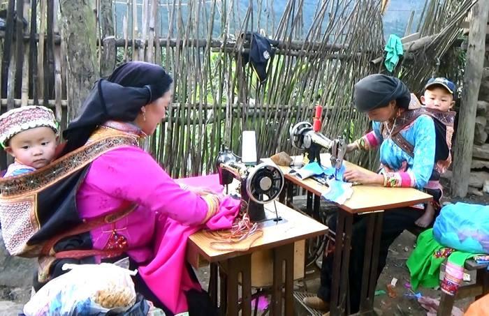 porte bebe montagne nord vietnam artisanat.jpg