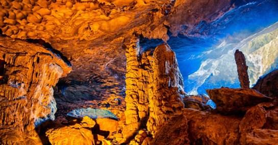 grotte dans la baie d'halong