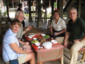 Dejeuner Chez habitant de Mai Chau avec guide francophone locale Hanoi