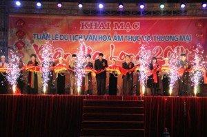 Cérémonie d'ouverture de la Semaine touristique, culturelle, gastronomique et commerciale de Ha Long