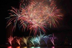 Feux d'artifice pour le Nouvel An dans plusieurs localités du Vietnam