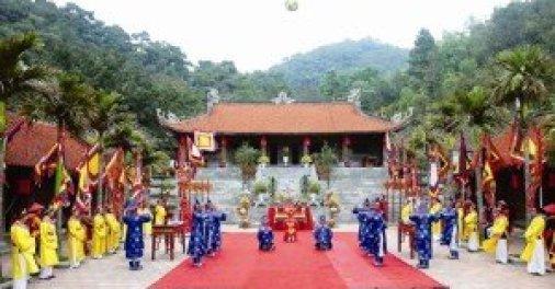 Fête annuelle dans la pagode Côn Son