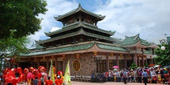 Fête du temple Ba Chua Xu