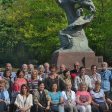 A group photo in Lazienki park with F. Chopin during a half-day tour. Margaret in the centre.