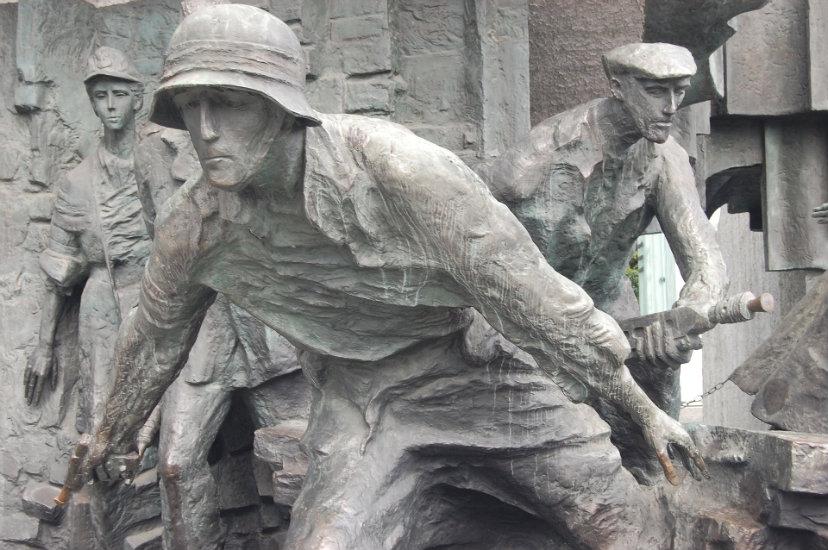 Powstanie Warszawskie – tragiczna i bohaterska batalia o wolność.