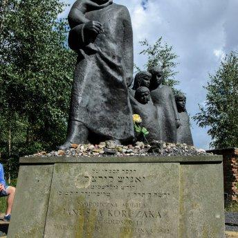 Podczas wycieczki śladami warszawskich Żydów zobaczysz najważniejsze miejsca związane z żydowską przeszłością miasta.
