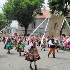 Święto Bożego Ciała w Łowiczu to najlepsza okazja aby poznać folklor i tradycje Mazowsza.