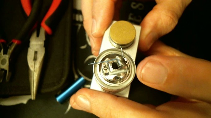 How To Rebuild The TFV4 Atomizer insert coil into deck 2