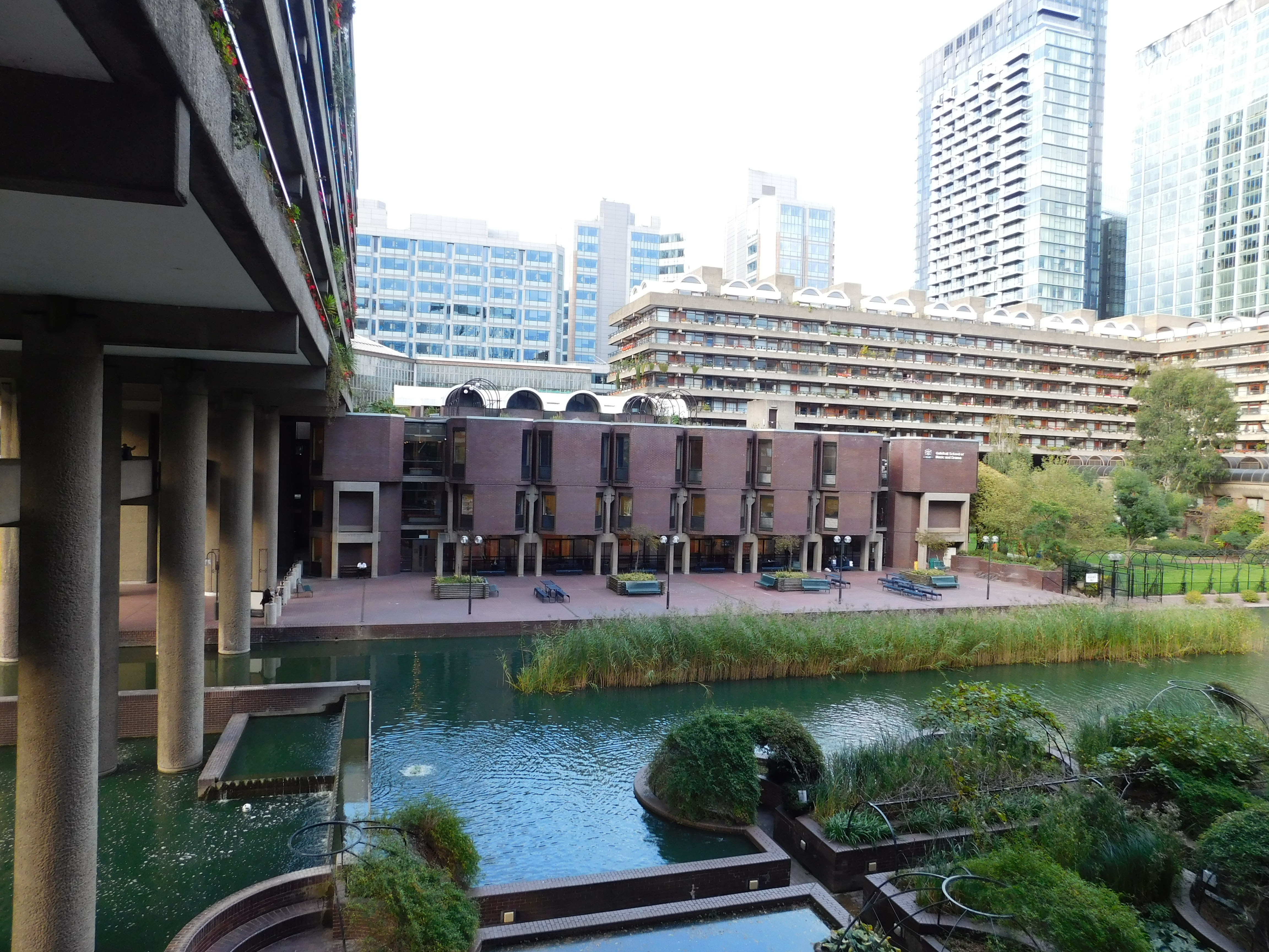Guildhall_School_of_Music_and_Drama,_Barbican_Estate,_London_2