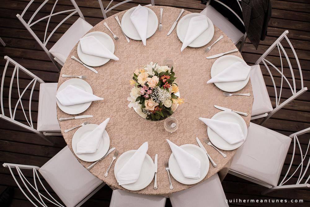 Foto de Casamento na praia de Larissa e Ronaldo decoração da mesa de cima