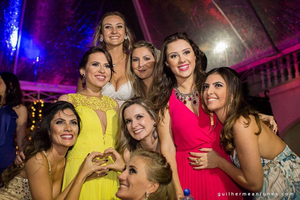 Foto de Casamento na praia de Larissa e Ronaldo noivas e madrinhas