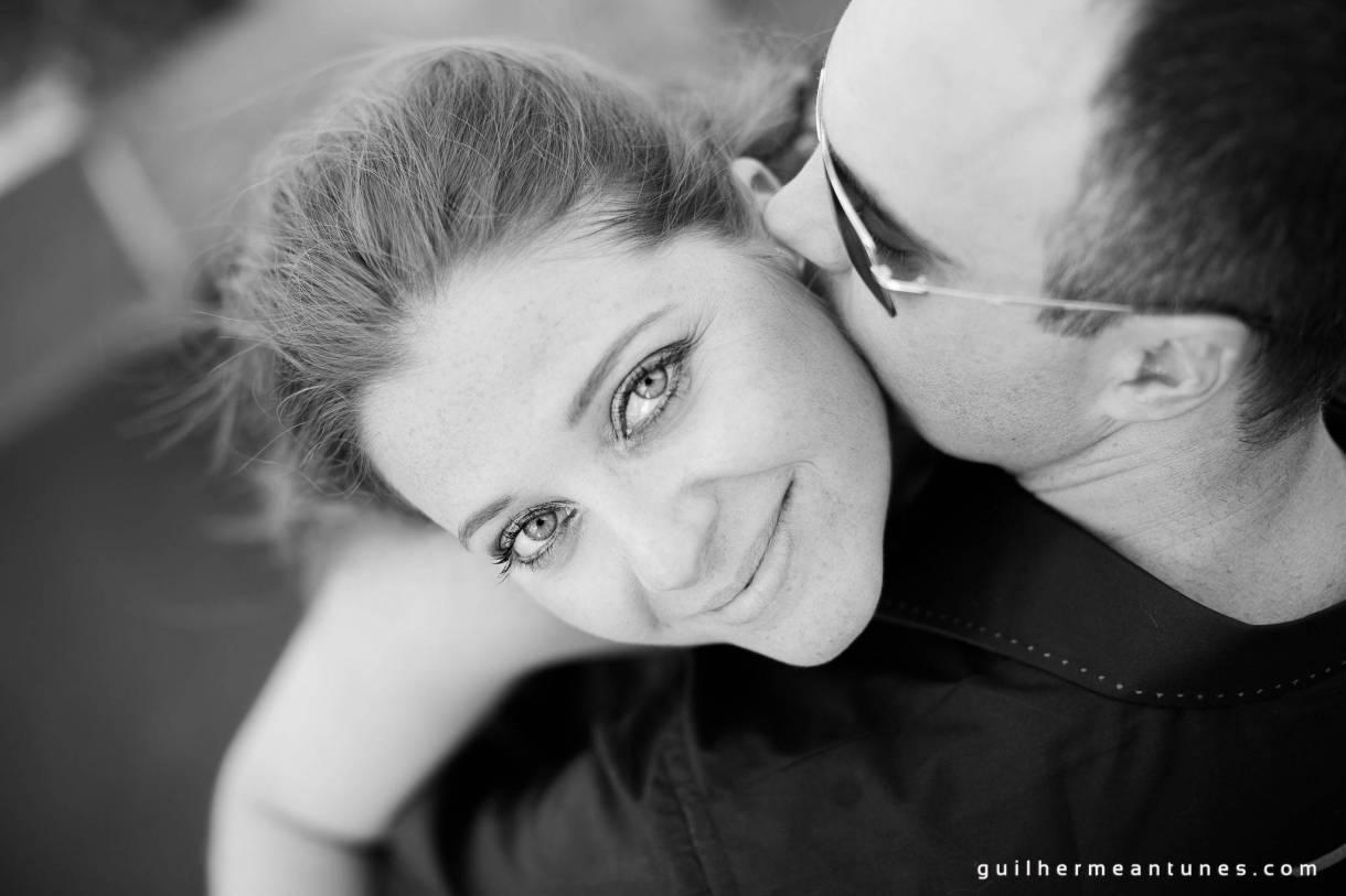 Foto de Casamento Larissa e Fabiano abracço carinhoso do alto