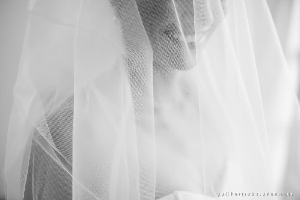 Fernanda e Charles: Fotografia de casamento em Lages (Véu em sorriso)