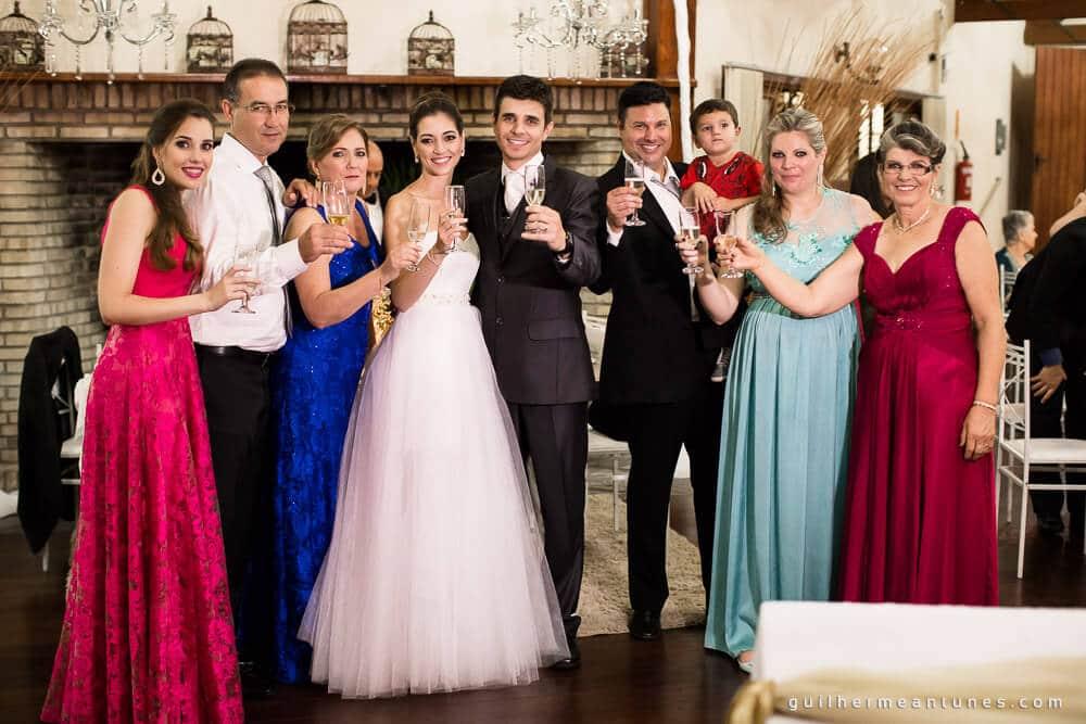 Fernanda e Charles: Fotografia de casamento em Lages (O brinde e a família)