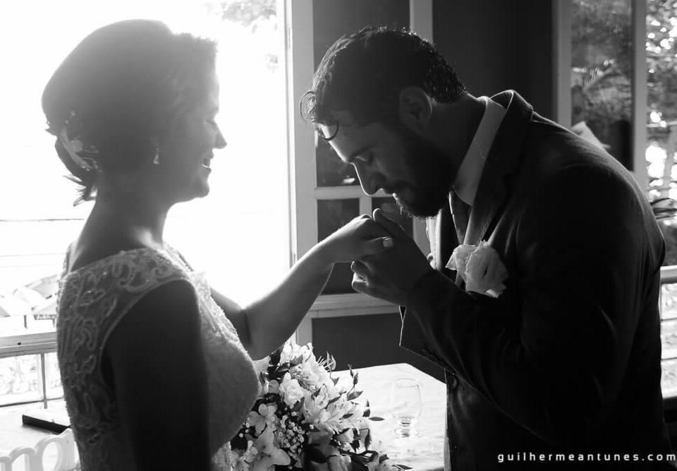fotógrafo de casamentos beijos na mão