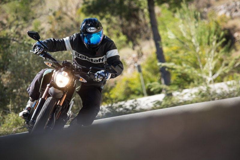 Fotografiant motos elèctriques